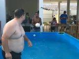Une reprise de volée dans la piscine