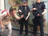 Petit tour de magie devant la police